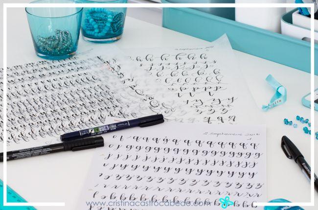 Empezamos con los alfabetos de letra de imprenta y cursiva, que luego aplicaremos en el lettering