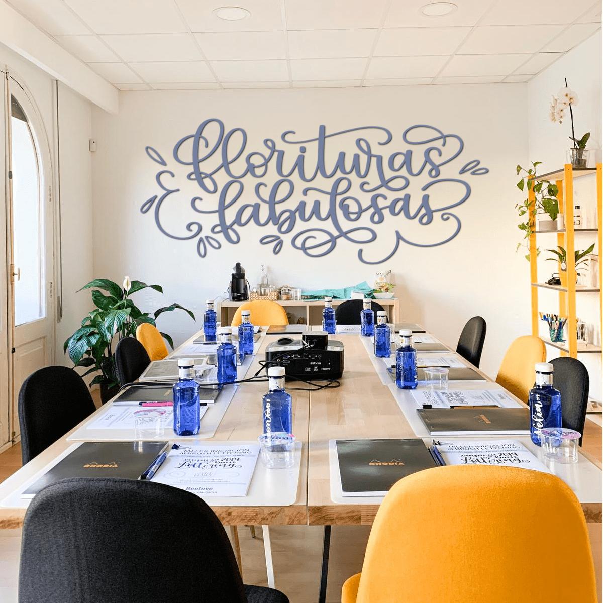 Taller presencial de brush lettering en Valencia - Florituras Fabulosas