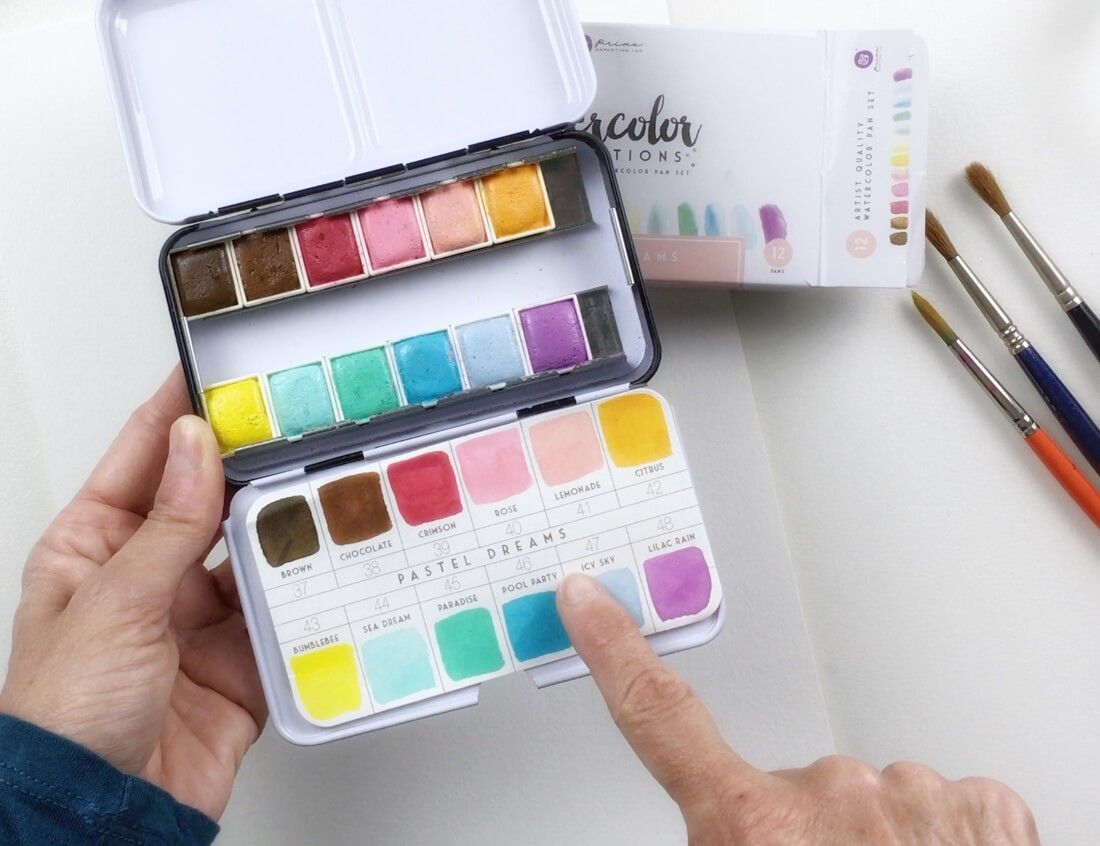 Utilizo las acuarelas en pastilla de la marca Prima Marketing en colores Dream Pastel