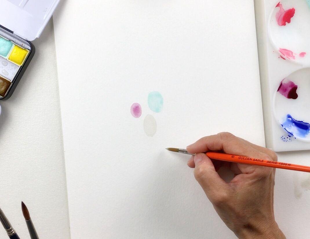 Comienza a pintar con formas pequeñas en el centro de la hoja